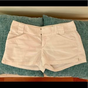 Express ✨ size 2 white shorts ✨ with pockets